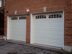 4251 Ranch style garage door