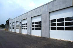Heavy insulated commercial overhead door